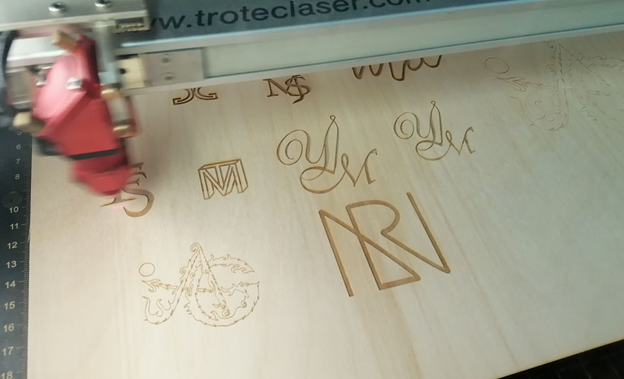 Logos auf Holz am Lasercutter